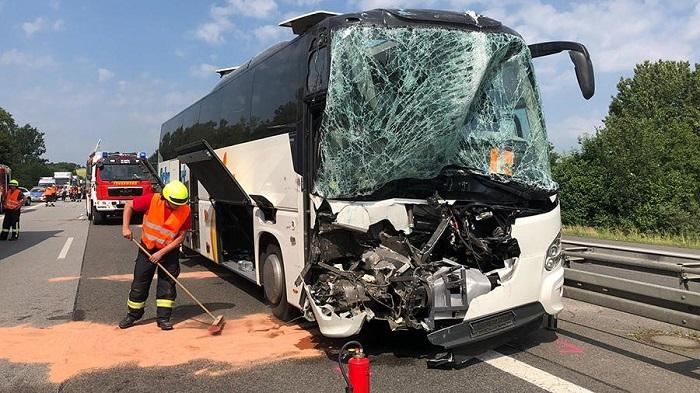 Туристический автобус попал в ДТП в Швейцарии