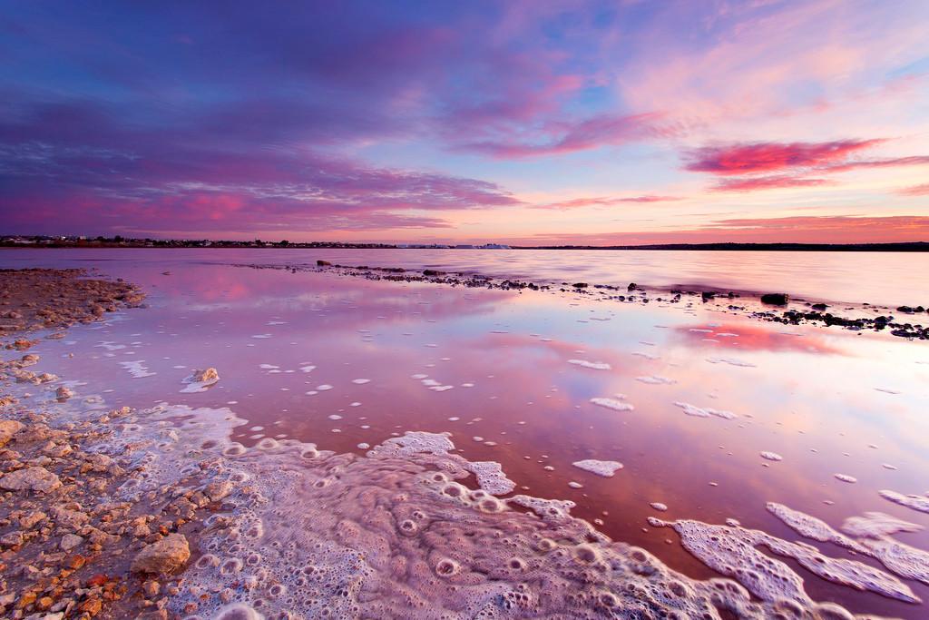 Туристов будут штрафовать закупание вминеральных озерах Испании