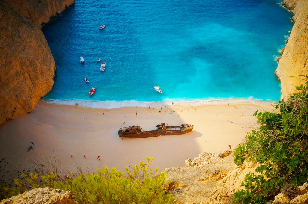 Один изсамых популярных пляжей Греции частично закрыли для туристов