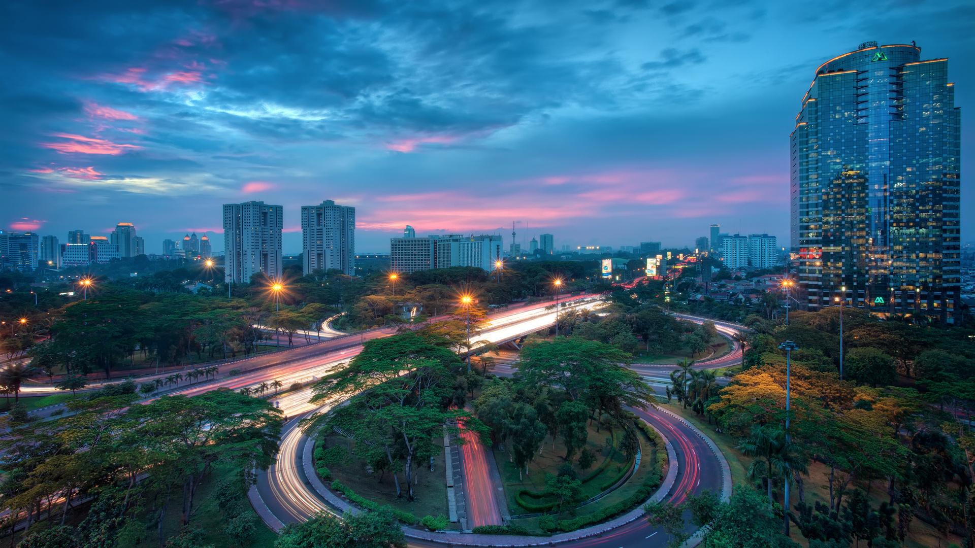 Российских туристов призвали быть осторожнее в столице Индонезии