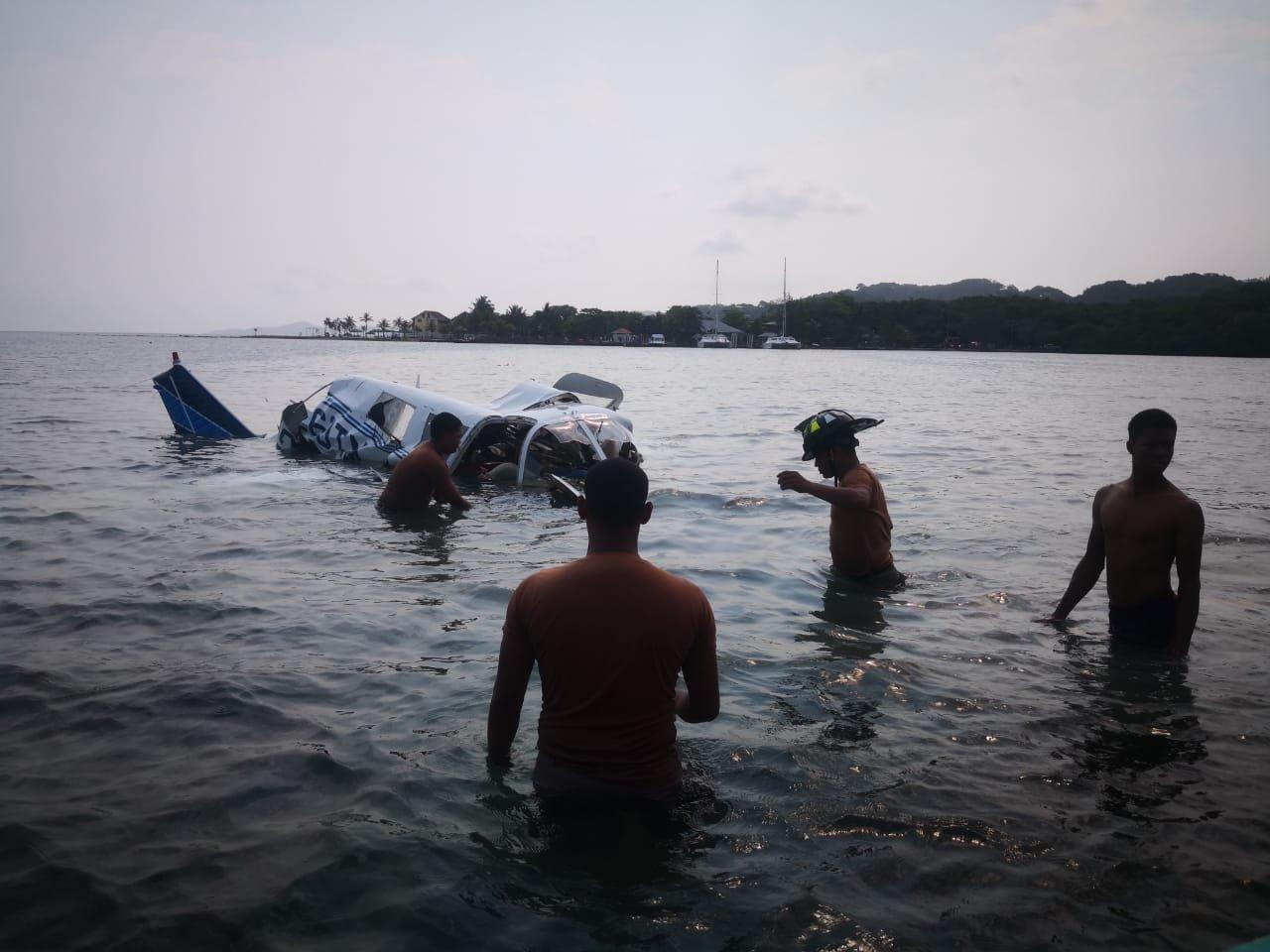 Пять туристов погибли при крушении самолета в Гондурасе