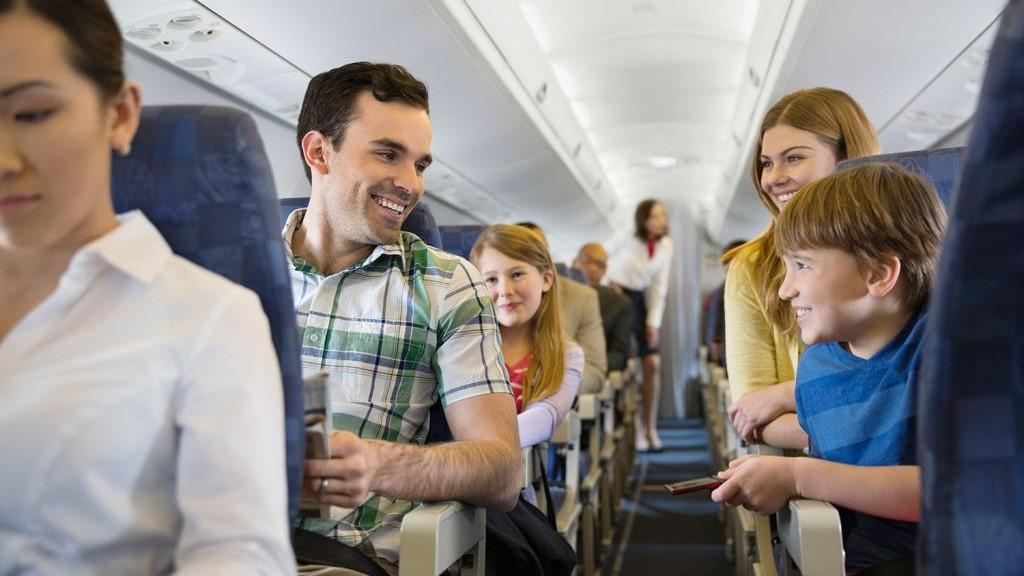 ВГосдуме предложили запретить авиакомпаниям рассаживать детей иродителей