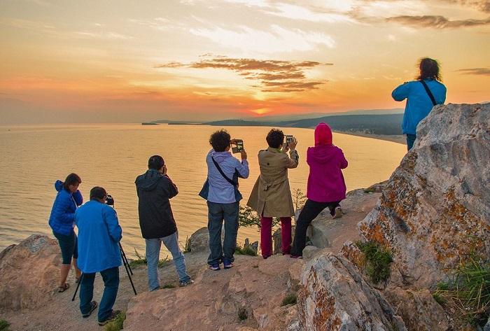 Туристы Ольхона продолжают загрязнять природу Байкала