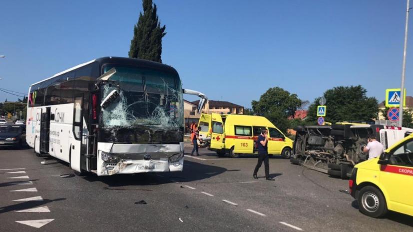 ВСочи столкнулись два туристических автобуса, более 20 человек пострадало