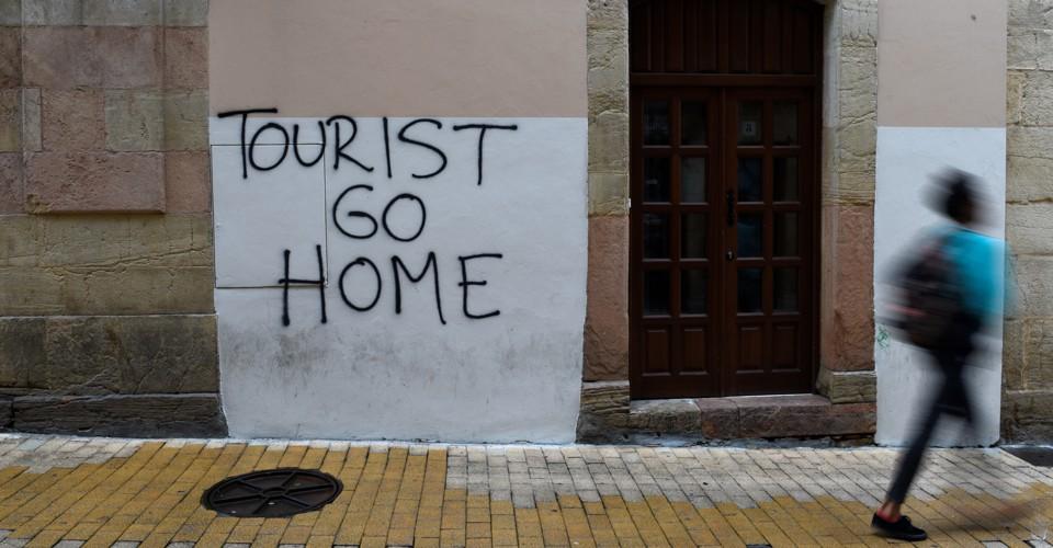 Туристов призвали не рассказывать друзьям и знакомым о Барселоне