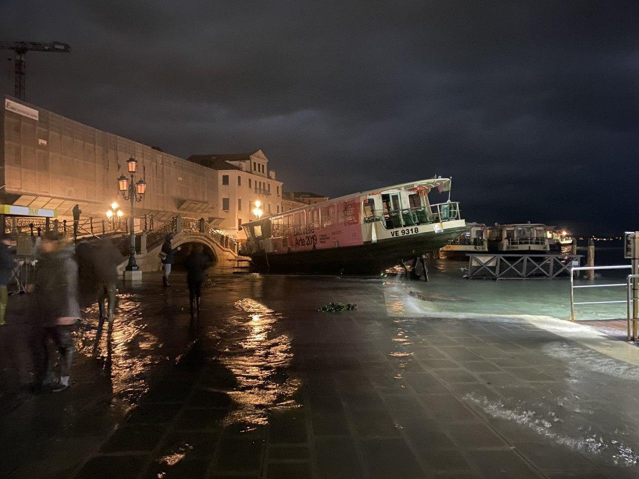 Из-за сильных ливней Венеция ушла под воду более 80%