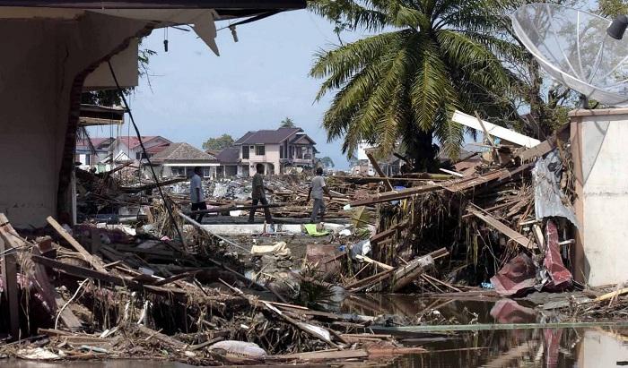 Последствия цунами вИндонезии
