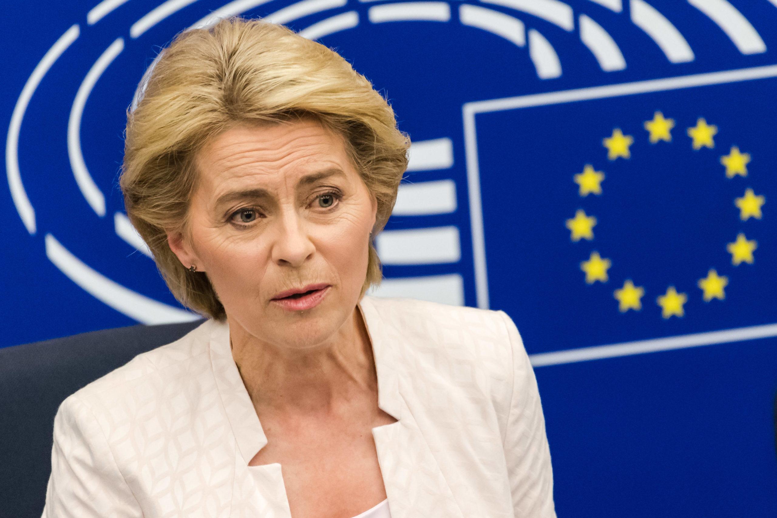Глава Еврокомиссии: туристам не стоит спешить с планами на лето