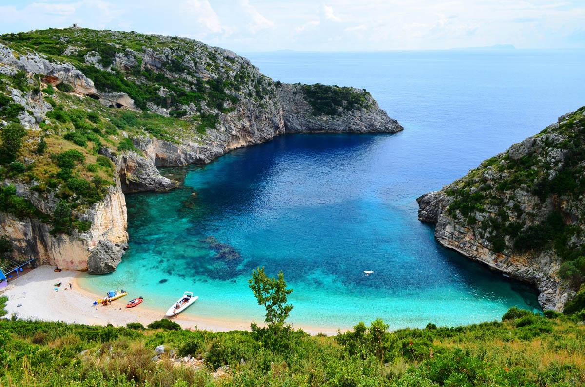 Албания отменила визы для туристов изРоссии на7месяцев