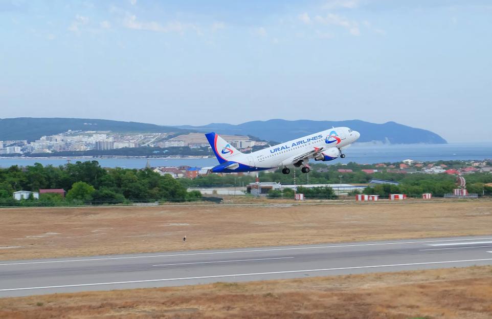 Изаэропорта Геленджик открываются дополнительные рейсы вМоскву