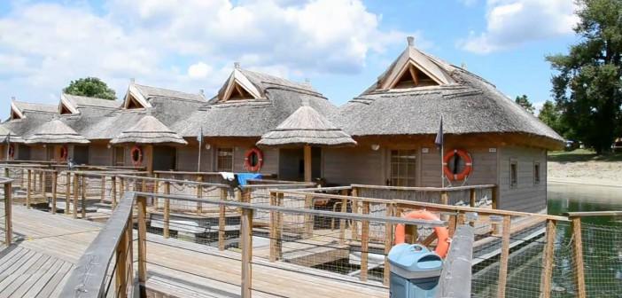 Плавающие домики в Пиратской бухте