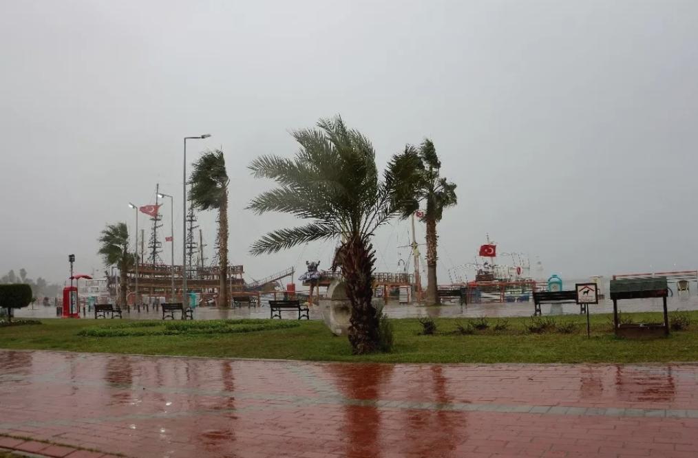 ВСтамбуле объявили штормовое предупреждение
