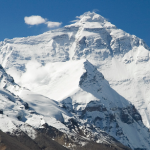 Подъем на Эверест стал в два раза дешевле